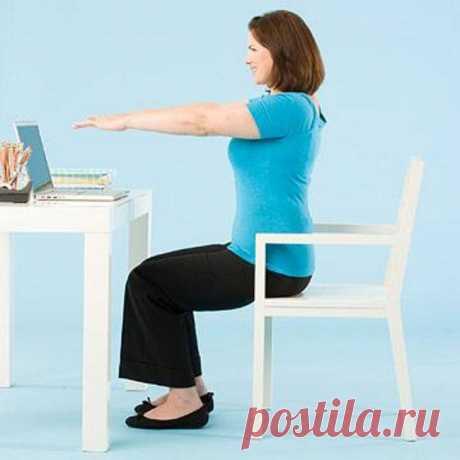 5 упражнений, которые можно выполнять за рабочим столом. Даже начальник не заметит!