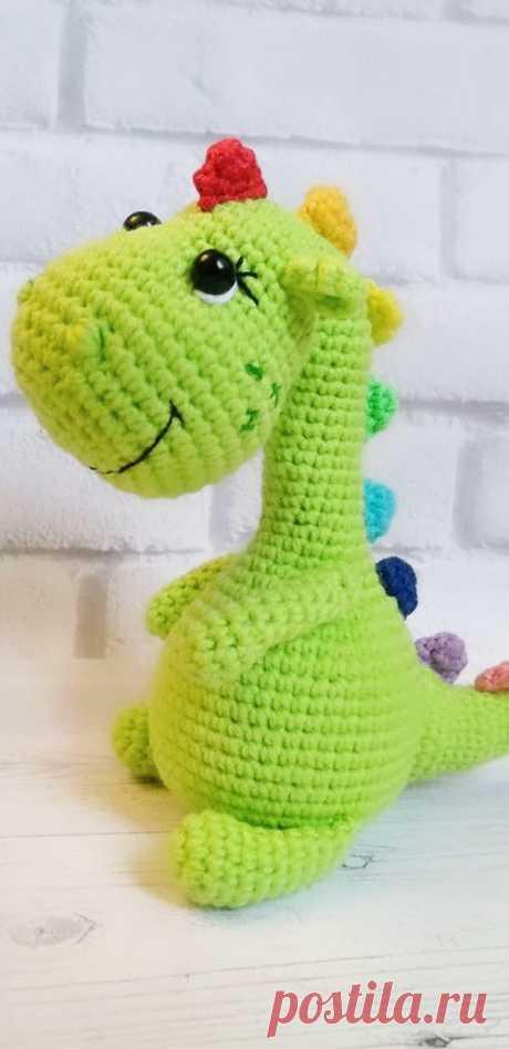 PDF Динозаврик крючком. FREE crochet pattern; Аmigurumi animal patterns. Амигуруми схемы и описания на русском. Вязаные игрушки и поделки своими руками  #amimore - динозавр, маленький динозаврик.