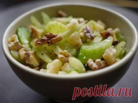 Вкусный салат с яблоком и сельдереем - Диетические рецепты от 1001 ЕДА