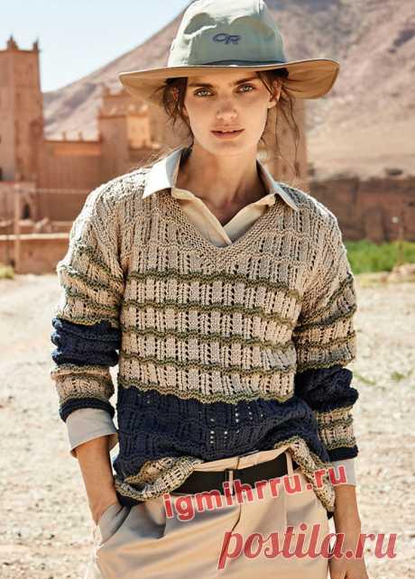 Трехцветный пуловер в полоску с V-образным вырезом. Вязание спицами со схемами и описанием
