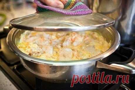 МИНТАЙ ПОД СМЕТАННО-ЧЕСНОЧНЫМ СОУСОМ  Не забудьте написать мне это блюдо в ваших предпочтениях. Нам такое блюдо тоже можно, едим и худеем в удовольствие. Пожалуйста нажмите   Состав блюда:  - Минтай 400 г - Сметана 150 г - Чеснок 5-7 г - Соль, перец черный молотый по вкусу - Приправа для рыбы по вкусу - Укроп по вкусу - Масло оливковое или обычное растительное 1 ст. ложка - Сок лимонный по вкусу  Приготовление:  1. Минтай обрезать на филе, разрезать на порционные куски, по...