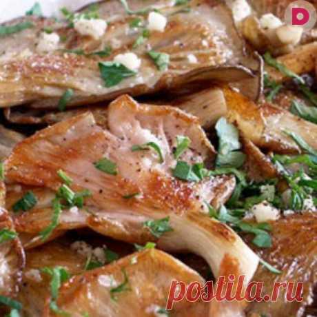 За этот рецепт можно и душу продать — жаренные вешенки в чесночном маринаде Отличная закуска или гарнир к мясу!  Ингредиенты: 500 г свежих вешенок1 пучок петрушки2 дольки чеснока50 мл 5% уксуса (любого)соль, перец молотыйраст. масло для жарки — 100 мл Приготовление: Обжаривае…