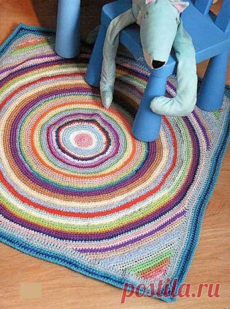 Разноцветный коврик (вязание крючком).