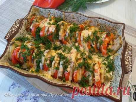 Как приготовить вкуснейший РАТАТУЙ?!  Рататуй - это блюдо французской кухни, которое готовится из помидоров, баклажанов, болгарского перца и других ингредиентов. Легкое, нежирное и очень вкусное блюдо, которое легко приготовить. Ингредиенты: · Баклажаны - 1-2 шт.  · Болгарский перец - 2 шт.  · Помидоры - 2-3 шт.  · Яйца - 2 шт.  · Йогурт натуральный - 120 г (или сметана)  · Сыр - 100 г  · Соль - по вкусу  · ...