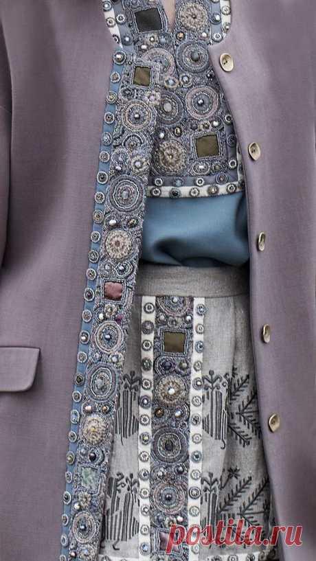 Вышивка в современной одежде.
