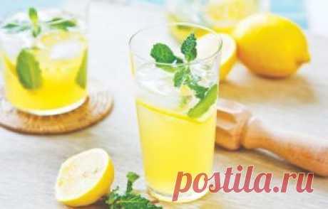 10 самых вкусных рецептов освежающих летних лимонадов Лето потихоньку подходит к концу, но жаркие дни еще продолжаются. Освежающие домашние лимонады — хит этого августа. Спешите готовить!