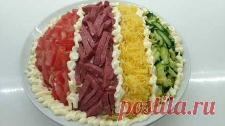 """Яркий салат """"Елисейские поля""""  Зимой так хочется ярких красок и сочного вкуса-предлагаю приготовить яркий и очень вкусный салат.Подойдет для любого праздничного стола))))   Ингредиенты:  1.Копченая колбаса-250г 2.Яйца отварные — 3…"""