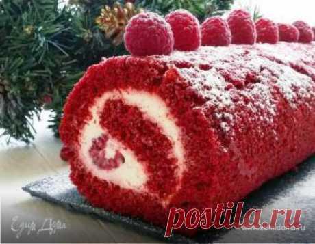 """Рулет «Красный бархат». Ингредиенты: малина, творожный сыр, какао-порошок Дорогие друзья! От всего сердца поздравляю вас с Новым 2016 годом и Рождеством!!! Пусть год будет удачным, добрым, мирным и вкусным! Сегодня хочу угостить вас вкусным и ярким рулетом """"Красный бархат"""". Это идеальное сочетание сладкого, соленого и кислого. Сладкого шоколадного бисквита, солоноватого сырного крема и свежей с кислинкой малины. Рулет получается очень нежным, сочным и ярким. В от..."""
