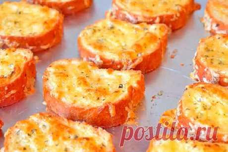 Чесночно-сырные гренки станут идеальным дополнением к первому блюду Читать далее...