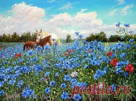 """,,КОГДА  ПРОЩУСЬ..."""" Когда прощусь я с миром грешным, Не проливайте горьких слёз, У ног моих оледеневшх Совсем не надо скорбных поз,  На гордые не тратьтесь розы, Пусть царствуют среди цветов, Мне положите в каплях росных Букетик милых васильков.  Их заберу я в путь конечный, Всевышнему в подарок поднесу, И перед Господом при личной встрече В последний раз, быть может, согрешу.  Сознаюсь, что земное очень манит, И травы в поле, и полоска ржи, Да и берёзка в ярком сарафане ..."""