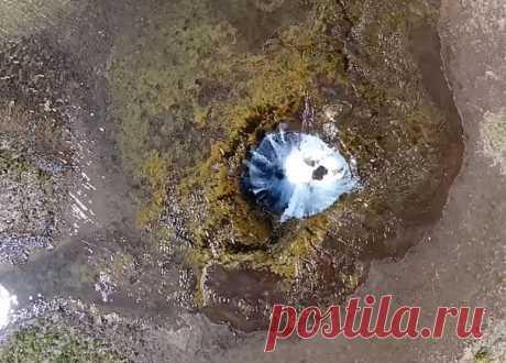 В штате Орегон есть необычное озеро: летом оно исчезает, а с приходом холодов возвращается на место. Виной тому тоннели из лавы.