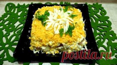 Салат Хризантема с плавленным сыром тунцом и яблоками рецепт с фото пошагово - 1000.menu