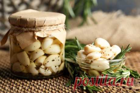 Preparation of garlic for the winter: seasonings, marinades, storage in house conditions