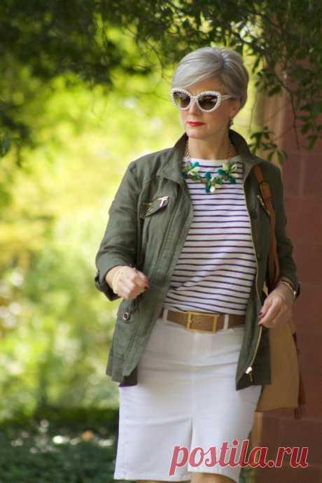 Стильная, сильная и элегантная дама 50+: идеи модных образов в стиле милитари для женщин зрелого возраста