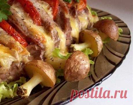 Как приготовить свинина, запеченная гармошкой с картофельными грибочками - рецепт, ингредиенты и фотографии