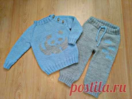 Children's jumper (pullover) with a level spokes without seams on any size. Raglan from below.