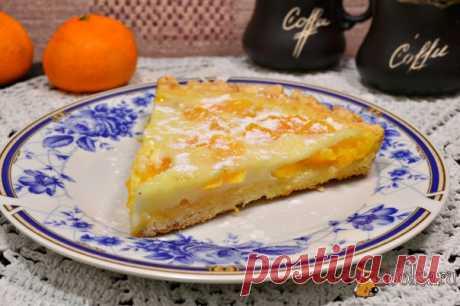 Мандариновый пирог Предлагаю вам попробовать простой, но очень вкусный и ароматный мандариновый пирог. Этот пирог готовится не сложно, а вкус - потрясающий! Мандариновый пирог можно испечь к чаю, а можно и на праздничный стол. Попробуйте!
