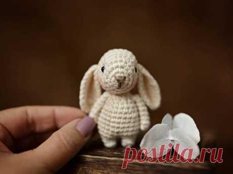 PDF Заинька крючком. FREE crochet pattern; Аmigurumi animal patterns. Амигуруми схемы и описания на русском. Вязаные игрушки и поделки своими руками #amimore - заяц, маленький зайчик, кролик, зайчонок, зайка, крольчонок.