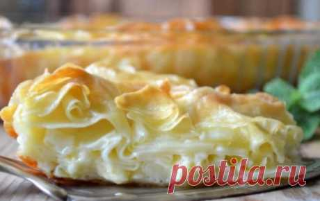 Ачма — это слоёный пирог с нежной кружевной мякотью и хрустящей корочкой, внутри которого находится расплавленный сыр.