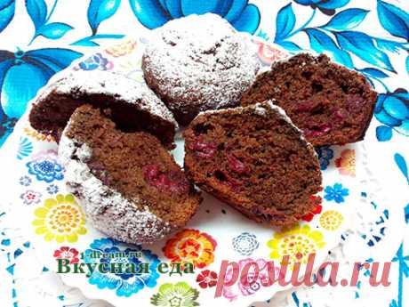 Рецепт шоколадного кекса с вишней Кекс с вишней - идеальная выпечка, вкусный сладкий , с вишневой кислинкой. А шоколадный кекс с вишней просто шедевр! Умопомрачительно вкусное лакомство! Рецепт простой с пошаговыми фото.