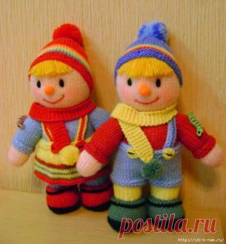 вязаные куклы-близнецы