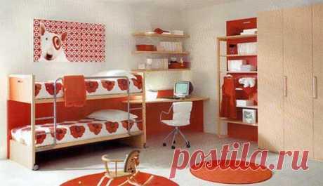 Детская спальня в контрано-красном цвете.