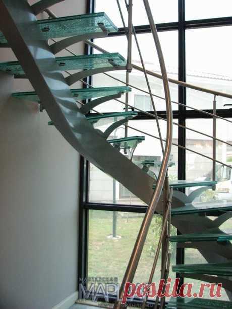 Изготовление лестниц, ограждений, перил Маршаг – Лестница на стеклянных ступенях