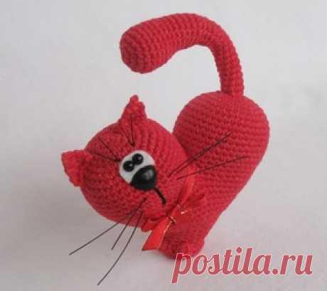 Сердце Кот амигуруми. Схемы и описания для вязания игрушек крючком! Бесплатная схема необычной валентинки: кот в виде сердца. Вязаная крючком игрушка станет отличным подарком на День Святого Валентина, ведь самый лучши…