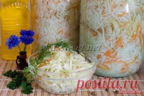 Капуста в маринаде на зиму (салатная) Рецепт приготовления маринованной капусты. С наступлением осени большинство хозяек начинают заготавливать капусту на зиму. Практически у каждой в записной книжке имеется свой «коронный» рецепт, с которым она неохотно делится и это понятно. Среди всех существующих рецептов действительно сложно