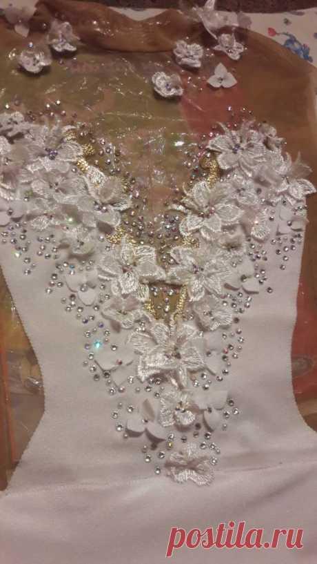 vestido de novia con flores y mostacilla