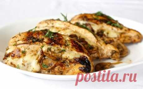 Шикарная курица, фаршированная грибами и сыром. Пальчики оближешь!