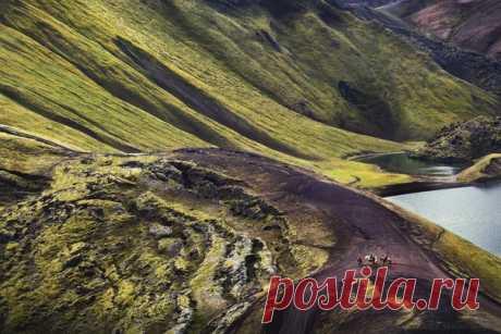 Всадники в национальном парке Ландманалёйгар (Исландия). Автор кадра – Irina Abaturova: nat-geo.ru/community/user/223501 💚