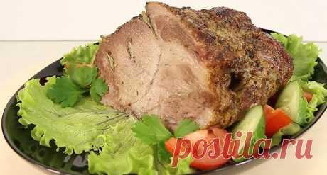 Ни один праздничный стол не обходится без аппетитной мясной нарезки. Конечно, гораздо проще дойти до магазина и купить там любое мясо. Но будет стоить оно гораздо дороже, да и качество может подвести. Поэтому предлагаю рецепт, который легок в исполнении, а результат гарантировано 100%: свинина, запеченная в фольге.