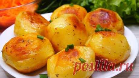 Картофель — чудо какой хрустящий. Секрет в приготовлении Картофель в духовке с хрустящей корочкой. Всего один секрет, а в результате картофель получается невероятно вкусный, потрясающе нежный, мягкий и обалденно красивый. А божественный чесночный аромат запеченной картошки — это нечто. Такой картофель обязательно понравится всей вашей семье.     Ингре