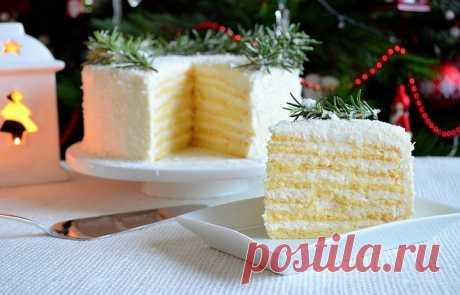 """Торт практически тает во рту, оставляя оригинальное кокосовое послевкусие.  Для приготовления торта """"Кокосовое наслаждение"""" нам потребуется: Для теста: сгущённое молоко - 1 банка (200 г); яйцо - 2 шт.; мука пшеничная - 160 г; разрыхлитель - 12 г. Для крема: сливки для взбива…"""