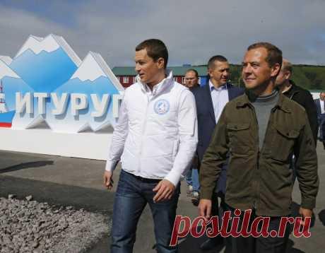 За что японцы официально обиделись на Дмитрия Медведева