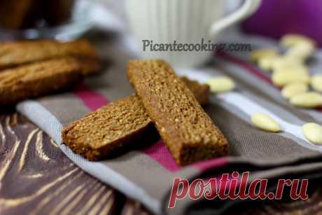 Французьке імбирне печиво Французьке імбирне печиво по шведському рецепту. Хрустка, пряна випічка з мигдалем до кави з книги про шведський стіл у Швеції.