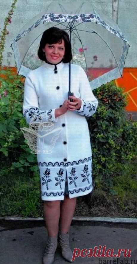 Пальто с жаккардовым узором спицами. Белое пальто для женщин спицами |