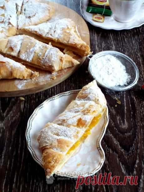 Puff pastry pie with pumpkin