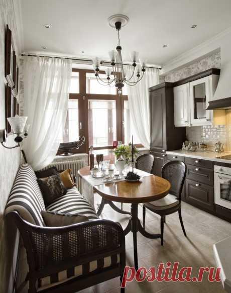 Фото интерьера столовой небольшой квартиры в стиле неоклассика