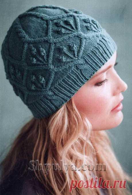 www.SHPULYA.com - Вязаная шапка с узором из кос, веточек и шишечек спицами