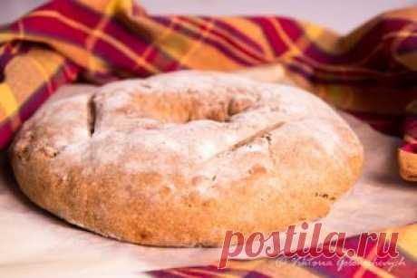 Хлеб с грецкими орехами от Ришара Бартине Большинство людей ассоциируют ржаную муку с темными, плотными сортами хлеба. Однако если смешать ее с пшеничной хлебопекарной мукой, тесто станет более воздушным, и получится вкуснейший деревенский хлеб - прекрасная основа для таких добавок, как, например, оливки, фрукты, орехи и пряности. Если вам…