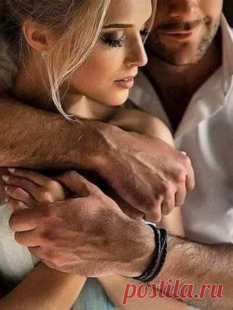 Немного тех, с кем хочется дышать, Дышать...душою...НО не задыхаться... Без лишних слов, обнявшись, помолчать И никогда не расставаться...  Немного тех, что сердцем бережем, И слышим, слушая нам сказанного слова, В глаза глядя, друг друга мы поймем, Совсем неважно, сколько мы знакомы...  Немного тех, кому доверим жизнь, Себя отдав, всю до последней точки, Почувствовав, что мы и есть весь смысл, Всей той любви, что нам дает росточки...  Немного тех, которых потерять, Себе, ...