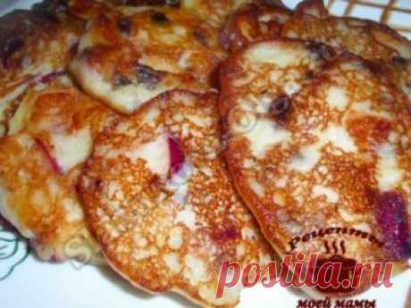 Fritters with a semolina, apples and raisin. Recipe. Photo