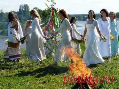 Какие обряды проводить в мае, заговоры и молитвы на красоту, на исполнение желаний, на деньги. Православные молитвы на Радоницу (Родительский день), в Юрьев день и другие.