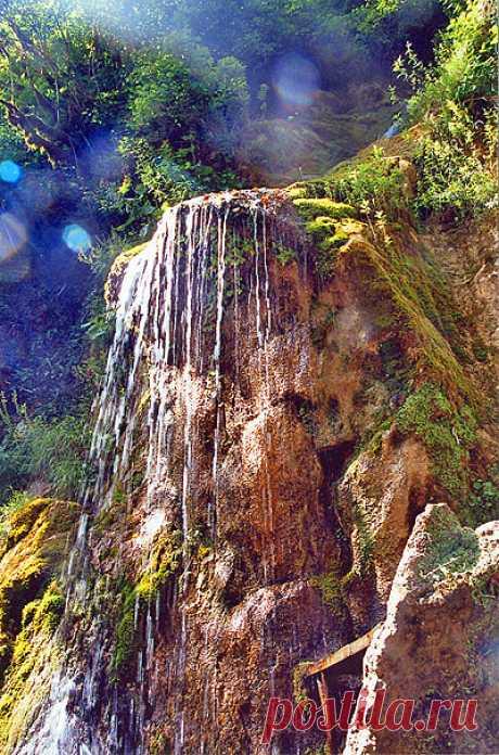 Las lágrimas de hombre. La cascada en Abjasia