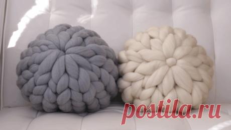 Эффектная подушка своими руками Эффектные декоративные подушки, связанные просто руками, станут не только самодостаточным украшением, но и предметом гордости. На изготовление интерьерного декора понадобится минимум времени, особенно...