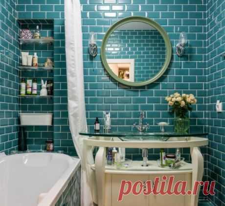 Как выбрать плитку для маленькой ванной: 7 профессиональных советов 1. Средний размер плитки     Дизайн: M2M studio   Крупная плитка в маленькой комнате выглядит негармонично и громоздко, к тому же для нее необходимо тщательнее выравнивать стены, что съедает п