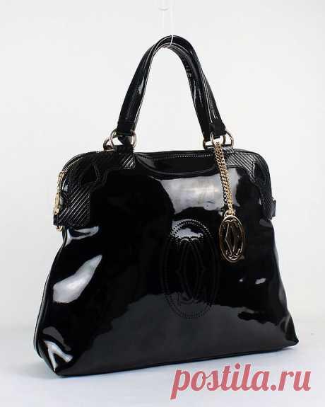Ещё одна чёрная сумка. Мне кажется чёрные сумки самые нужные в гардеробе :)