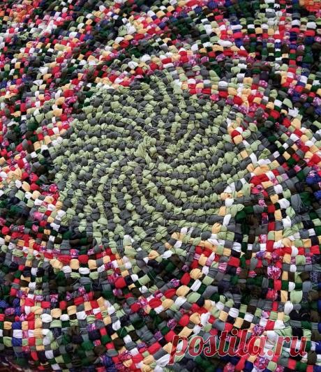 Еще один интересный способ плетения ковриков из лоскутков | NataliyaK | Яндекс Дзен